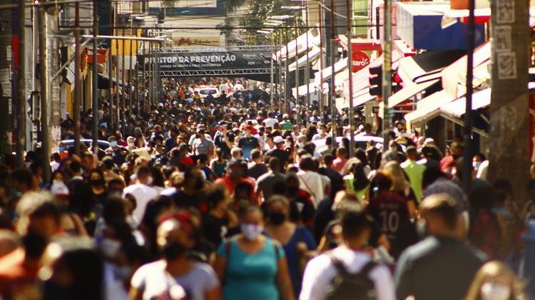 08.ago.2020 - Aglomeração de pessoas no Centro de Campinas (SP): falta de controle fez mutações prosperarem - KAREN FONTES/CÓDIGO19/ESTADÃO CONTEÚDO - KAREN FONTES/CÓDIGO19/ESTADÃO CONTEÚDO