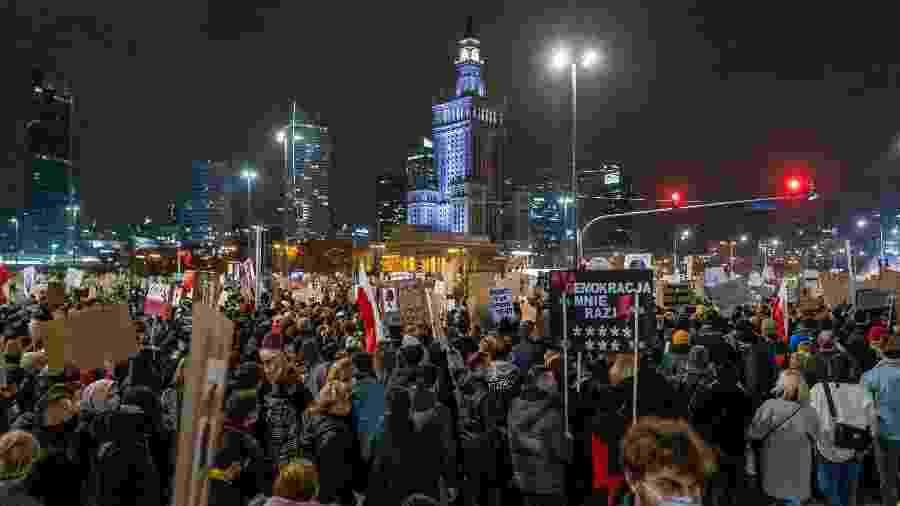 Decisão da Justiça contra o aborto gera revolta e protestos na Polônia - Wojtek Radwanski/AFP