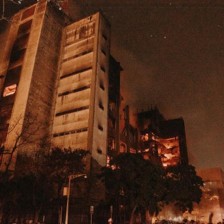 Incêndio em prédio da Secretaria de Segurança Pública (SSP) do Rio Grande do Sul, deixou dois bombeiros desaparecidos  - RODRIGO ZIEBELL/FRAMEPHOTO/ESTADÃO CONTEÚDO