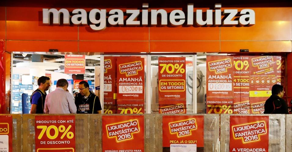 Loja do Magazine Luiza na marginal Tietê, em São Paulo, um dia antes do começo da liquidação anual da empresa