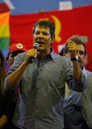 O prefeito de São Paulo, Fernando Haddad (PT), discursa em ato pró-Lula