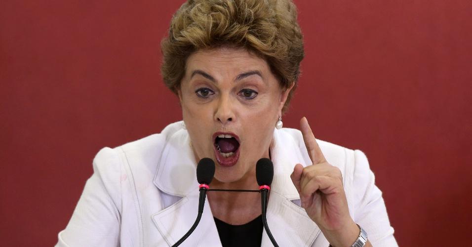 """30.mar.2016 - Presidente Dilma Rousseff lança terceira fase do programa Minha Casa, Minha Vida no Palácio do Planalto, um dia após a saída do PMDB da base aliada. Dilma aproveitou a oportunidade para criticar o processo de impeachment contra ela. """"Impeachment está previsto na Constituição. Mas é absolutamente má-fé dizer que todo impeachment está correto. Para isso, precisa haver crime de responsabilidade. Impeachment sem crime de responsabilidade é o quê? É golpe"""", disse"""