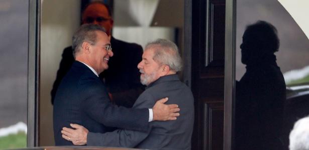 O ex-presidente Luiz Inácio Lula da Silva encontra-se com o presidente do Senado, Renan Calheiros (PMDB-AL), na residência oficial do Senado