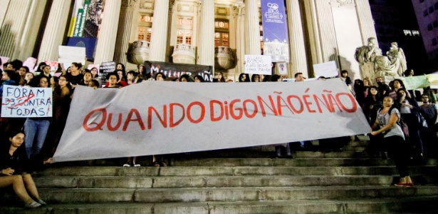 Mulheres fazem ato contra a cultura do estupro no centro do Rio de Janeiro