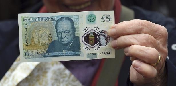Nova nota de 5 libras com imagem de Winston Churchill é apresentada na Inglaterra - Joe Giddens/Reuters