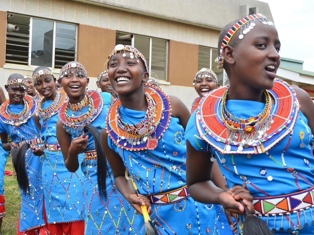 10.ago.2016 ? Alunas usam trajes típicos e fazem apresentação de dança no 90º Festival Nacional de Música Quênia, em Nairóbi