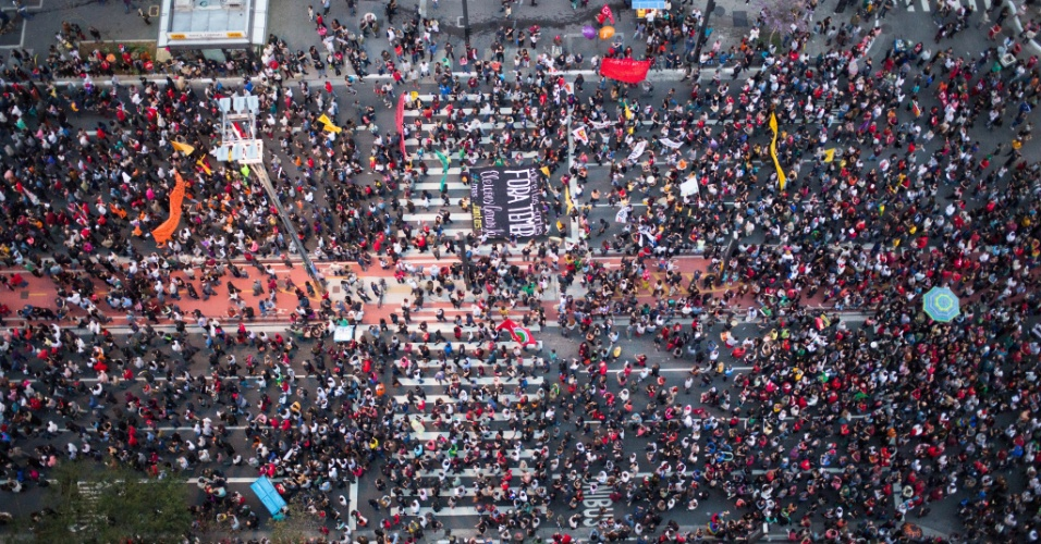 Manifestantes protestam contra o presidente Michel Temer na avenida Paulista, em São Paulo, e pedem novas eleições presidenciais