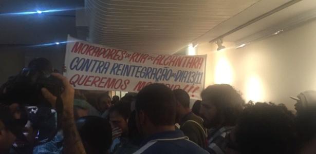 Grupo de sem teto entra em confronto com militantes do PT em evento da campanha de Haddad, em São Paulo