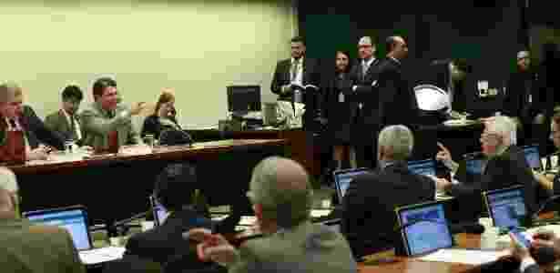 Os deputados Arlindo Chinaglia (PT) e Arthur Maia (PPS) batem boca durante sessão da comissão da Previdência em Brasília - Dida Sampaio/Estadão Conteúdo - Dida Sampaio/Estadão Conteúdo