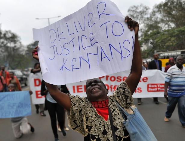 Manifestante pede por justiça após presidente ser eleito em eleição controversa