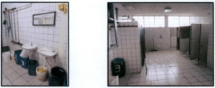 Banheiros do presídio têm privacidade garantida através de cortinas