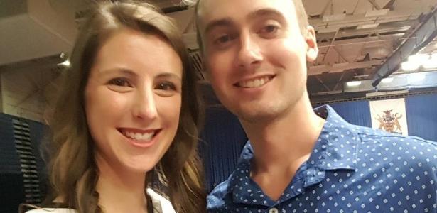 Casal Eddie Zytner e Katie Stephens tiveram que usar muletas após viagem a Punta Cana