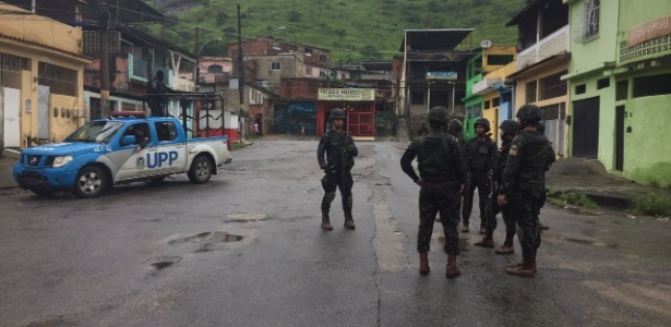23.2.2018  Forças Armadas e policiais em operação na Vila Kennedy, zona oeste do Rio - Luis Kawaguti/UOL