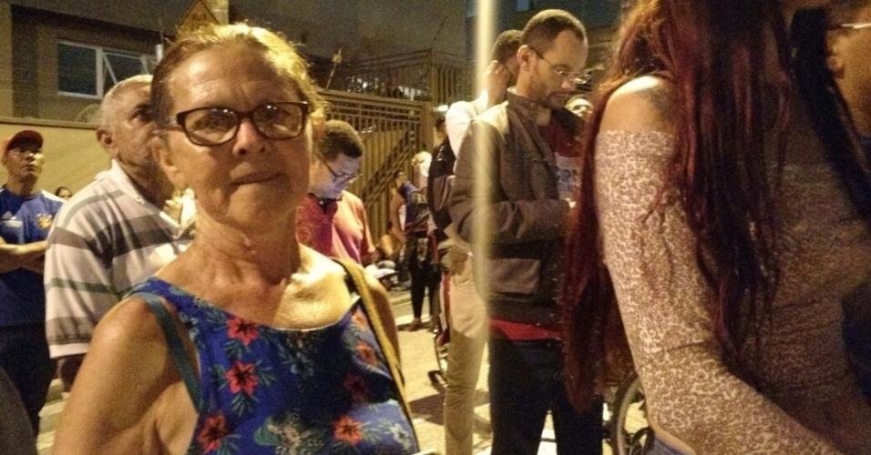5.abr.2018 - Se Lula mandar votar em um cachorro, eu voto, diz a professora aposentada Maria Silva, 65