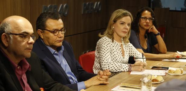 15.out.2018 - Representantes de PSOL, PCdoB, PSB, PT e Pros, entre eles a senadora Gleisi Hoffmann (PT), participam de reunião em Brasília