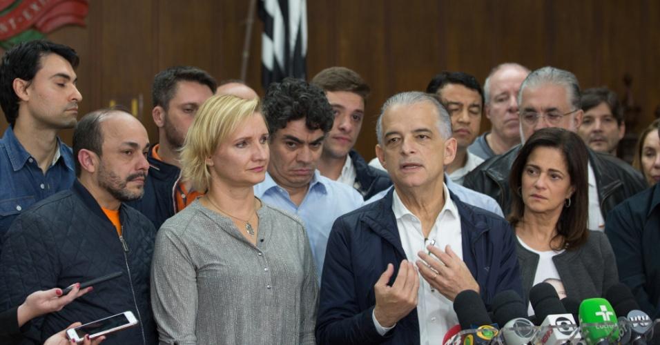 28.out.2018 - O governador de São Paulo e candidato derrotado à reeleição, Márcio França (PSB), fala à imprensa após confirmação da vitória do candidato João Doria (PSDB), no Palácio dos Bandeirantes, no bairro do Morumbi, em São Paulo