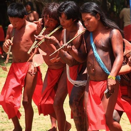 Imagem publicada no site do Iphan mostra índios Wajãpi. Até o século XIX, população total da etnia era estimada em cerca de 6.000 pessoas - Heitor Reali/Iphan