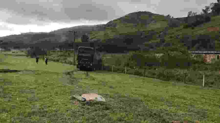 Ônibus da banda Rosa de Saron, que atingiu romeiro na Dutra - Fausto Cardoso