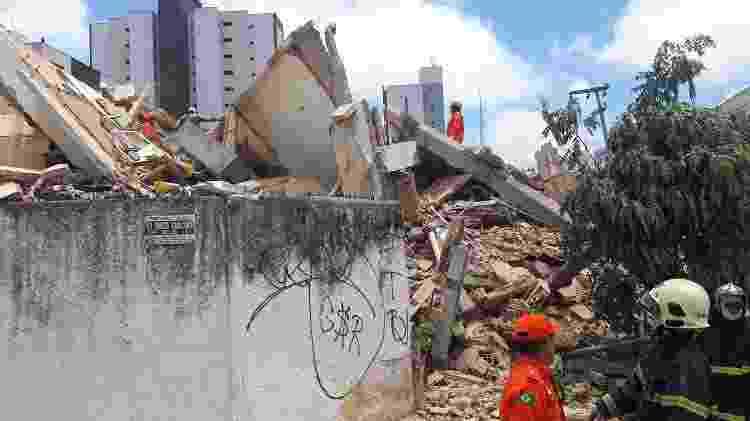 Após o desabamento, apenas parte da parede externa dos fundos do prédio continuou de pé - LC Moreira/Futura Press/Folhapress