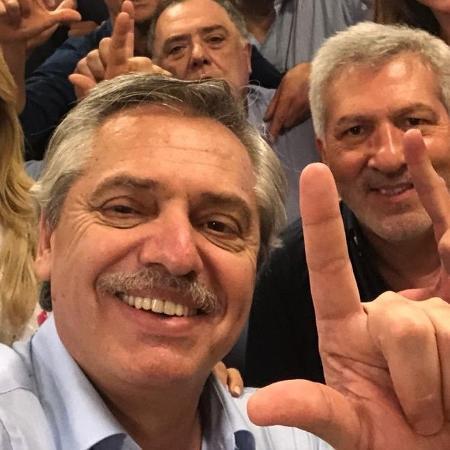 """Alberto Fernández, candidato peronista à presidência da Argentina, publica foto com """"Lula Livre"""" - Reprodução/Twitter"""