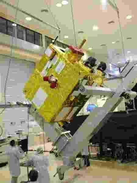 Satélite brasileiro Cbers-4A é testado pela equipe do Inpe - Inpe/Divulgação - Inpe/Divulgação