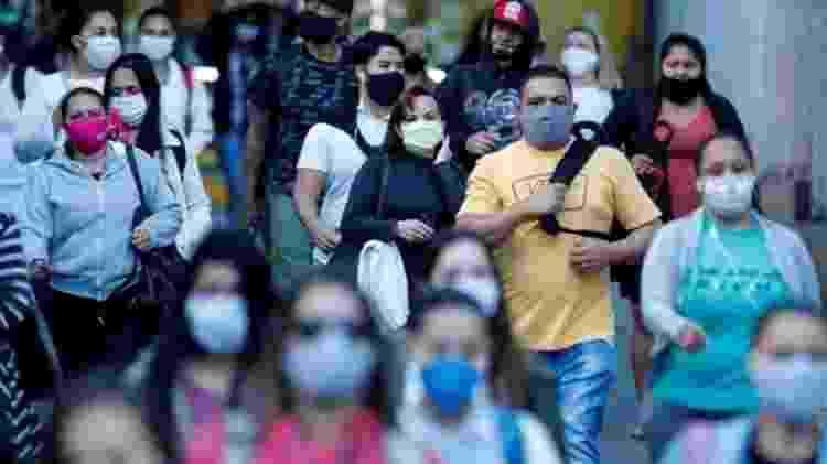 Pandemia parece dar sinais de alívio nas capitais, mas avança no interior - EPA - EPA