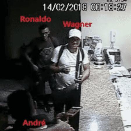 Wagner Ferreira da Silva, o Cabelo Duro, acusado pela polícia de matar dois líderes do PCC, chega a hotel em Fortaleza onde estava Jussara - Divulgação/Polícia Civil do Ceará - Divulgação/Polícia Civil do Ceará