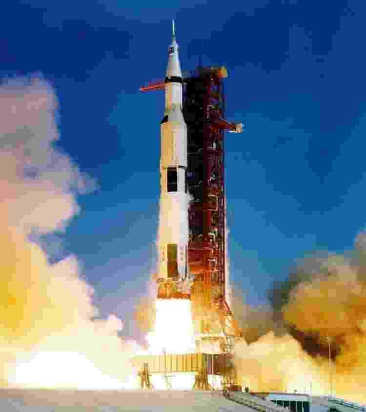Legenda / Título da foto O foguete Saturno V: uma máquina com milhões de cavalos de potência - Nasa - Nasa