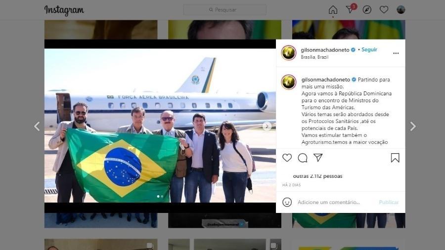 O secretário especial de Assuntos Fundiários, Nabhan Garcia (de óculos escuros, ao centro), em embarque em avião da FAB para Punta Cana, no Caribe - Reprodução/Instagram