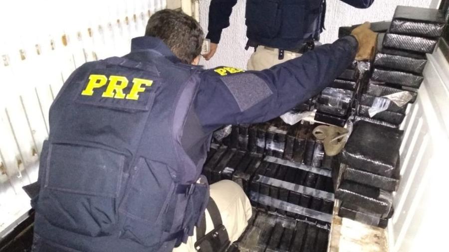 Cocaína apreendida pela Polícia Rodoviávia Federal em Kombi com Wellington dos Santos Souza - Divulgação/PRF