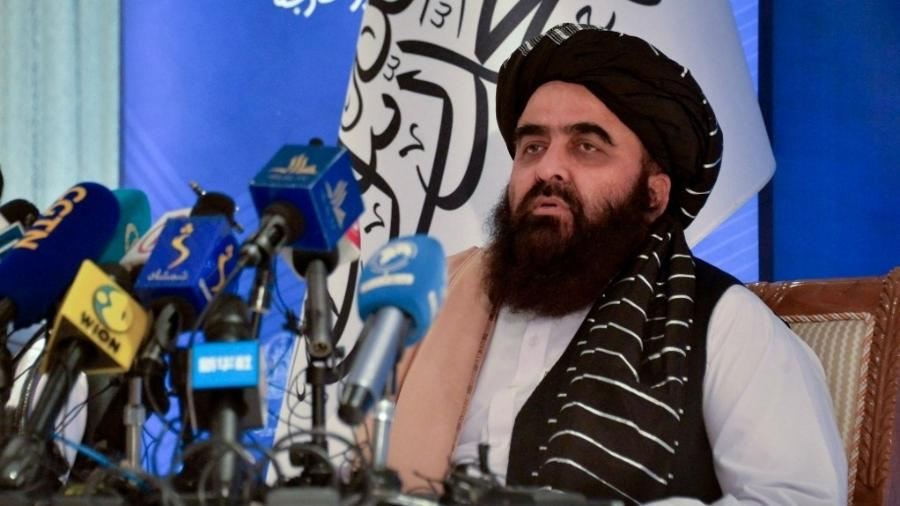 14.set.2021 - O ministro das Relações Exteriores do governo talibã, Amir Khan Muttaqi, em entrevista coletiva - Hoshang Hashimi/AFP