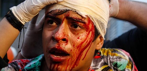 Segurança do metrô e ativista Éber Veloso Carlos, 28, foi atendido pela equipe do Gapp, após ser atingindo por um cassetete de um policial militar em protesto na Paulista