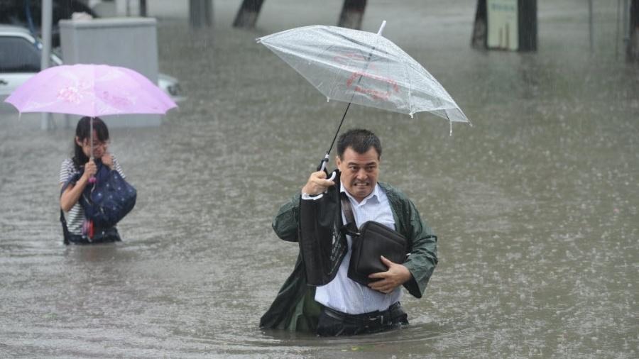 Autoridades da China alertaram para os riscos de mais chuvas por conta da passagem do tufão In-Fa - China Daily/ Reuters