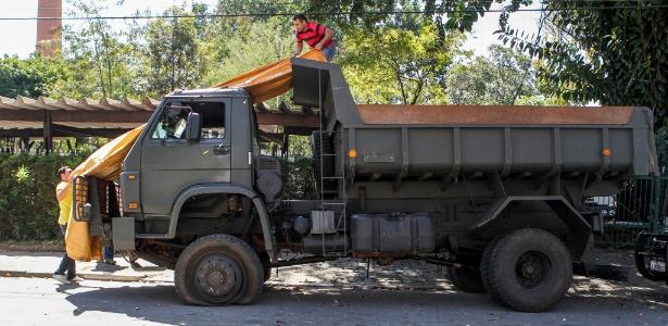 Veículo do 20º Regimento de Cavalaria Blindado, de Campo Grande, Mato Grosso do Sul (MS), usado para transportar a droga
