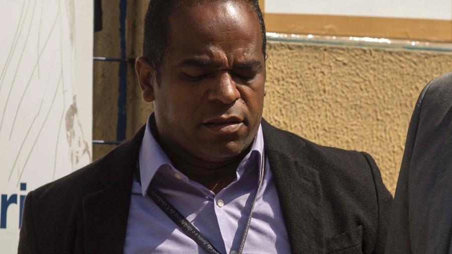 22.nov.2016 - Luiz Carlos dos Santos, vice-presidente do Conselho Estadual dos Direitos Humanos de São Paulo, é preso em Cotia por suspeita de receber dinheiro da facção criminosa PCC - MARCELO GONCALVES/SIGMAPRESS/ESTADÃO CONTEÚDO