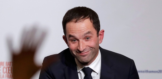Ex-ministro da Educação, Benoît Hamon comemora indicação do Partido Socialista