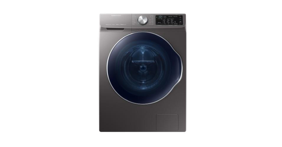 12.jan.2018 - Preparada para usar o ecosssitema de internet das coisas da Samsung, o SmartThings, a lavadora WW6850N fornece recomendações automáticas para ciclos de lavagem com base na cor, tipo de tecido e grau de sujeira. Também permite que o usuário reduza ou aumente o tempo de ciclo de lavagem e dá instruções de manutenção fáceis de seguir