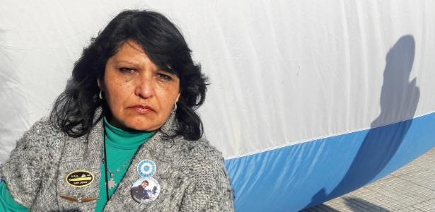 """""""Ainda espero meu filho"""", diz Yolanda Mendiola, 55, que acampa em frente à Casa Rosada para pressionar por buscas por submarino - Bruno Aragaki/UOL"""