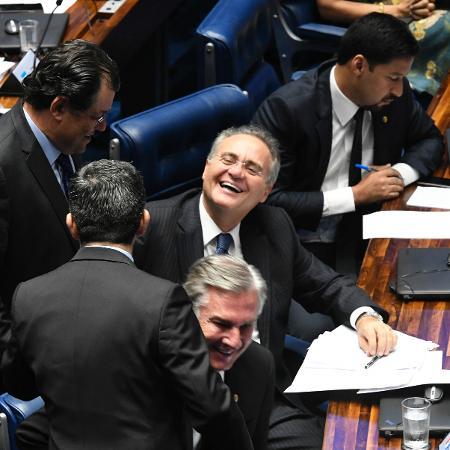 2.fev.2019 - Renan Calheiros (MDB-AL) ri durante sessão do Senado deste sábado - Edilson Rodrigues/Agência Senado