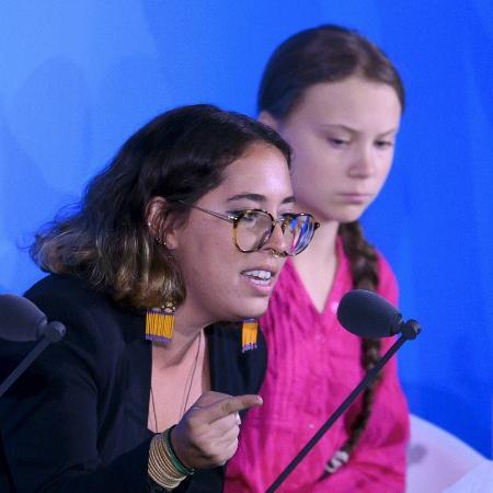 Paloma Costa ao lado de Greta Thunberg durante Cúpula do Clima da Organização das Nações Unidas (ONU), em Nova York -  Johannes EISELE / AFP