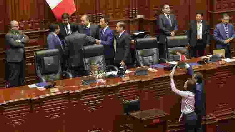 Conturbada sessão do Congresso teve protestos e troca de acusações - Reuters