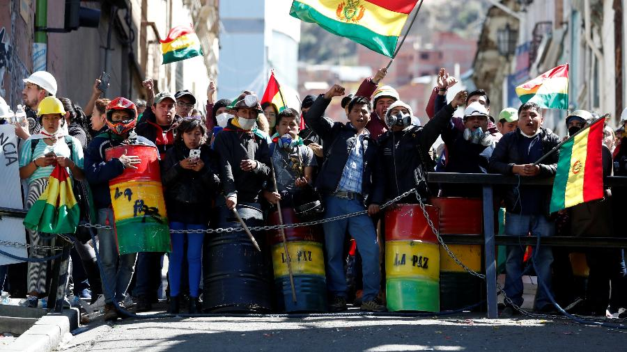 Resultado de imagem para Casas da irmã de Evo e de dois governadores são incendiadas na Bolívia