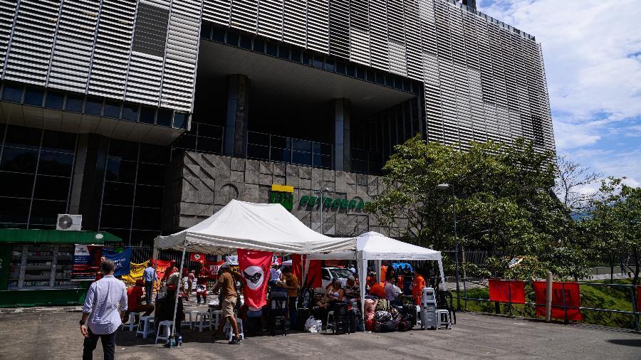 3.fev.2020 - Integrantes da FUP (Federação Únicas dos Petroleiros) se reúnem em frente à Petrobras, no Rio de Janeiro - Alex Ferro/Divulgação