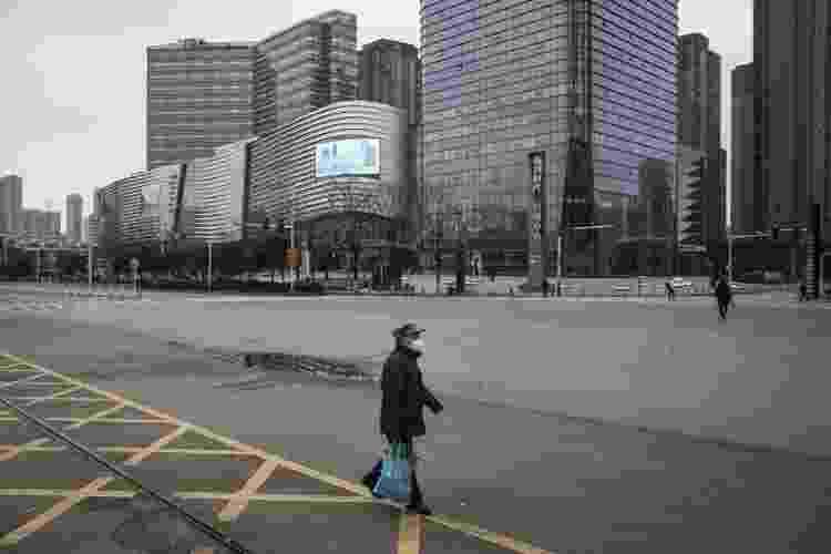 Na cidade de Wuhan, a vida foi paralisada pela quarentena obrigatória da população - Getty Images