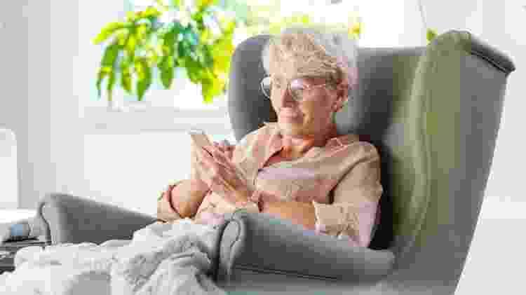 Houve um aumento recorde no número de pessoas idosas que usam smartphones e tablets - Getty Images - Getty Images