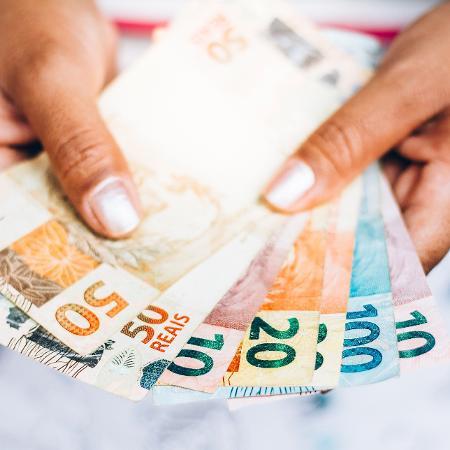 Uma das MPs quer ajudar pequenas e médias empresas afetadas pela crise econômica - RafaPress/Getty Images