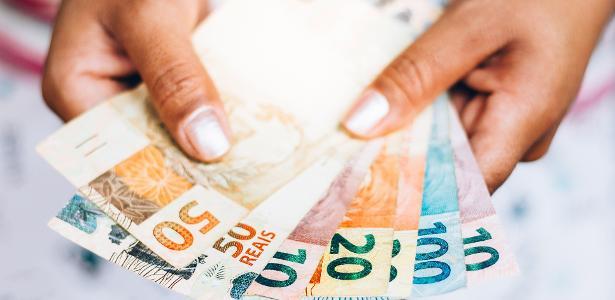 Dinheiro real moeda auxílio emergencial