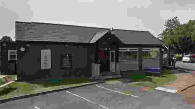 O pub Lighthouse Kitchen and Carvery em Burnham-on-Sea disse que estava entrando em contato com clientes - Google - Google