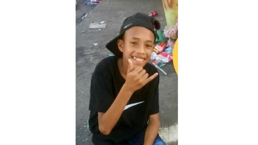 A família do adolescente Ray Pinto Faria, de 14 anos, afirma que policiais abordaram menino enquanto ele brincava na frente de casa - Arquivo Pessoal