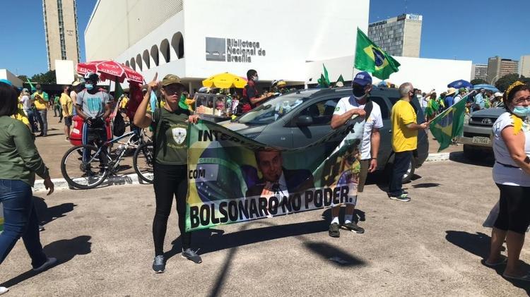 """Na """"Marcha da Família Cristã"""", houve quem levasse faixa pedindo """"intervenção militar com Bolsonaro no poder"""" - PMDF/Divulgação - PMDF/Divulgação"""